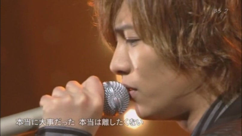 http://ayumiv.files.wordpress.com/2009/11/shounen-club-2009-11-08-loveless-yamapi00325119-51-05.jpg